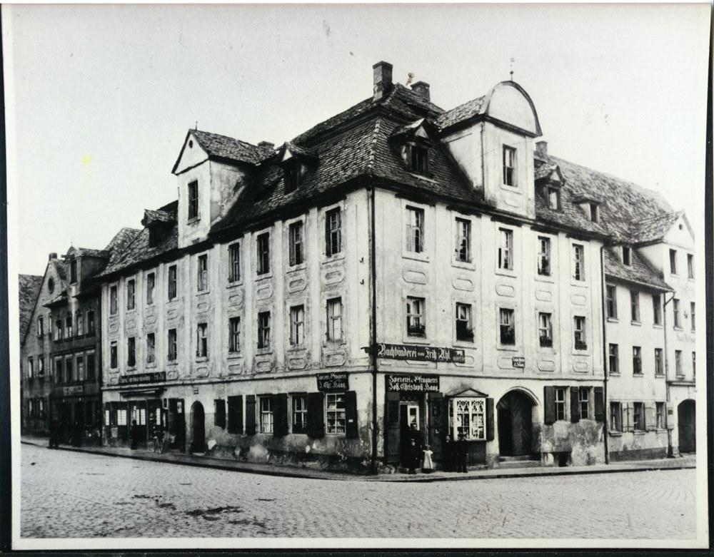 Königsplatz 14, Uhl um 1900 - 2 klein